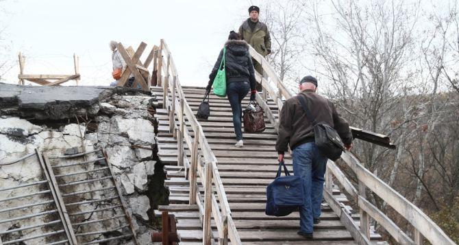 На мосту в Станице Луганской хотят организовать дежурство волонтеров