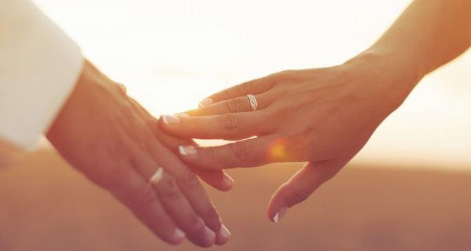 В Мариуполе в рамках проекта «Брак за сутки» уже поженились 500 пар