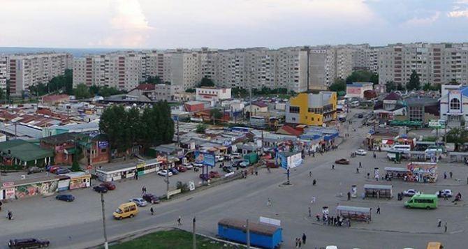 В Луганске демонтируют киоски на кольце в квартале Мирный