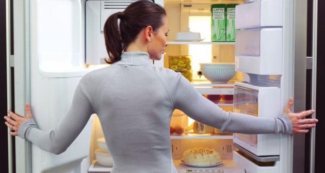 Ученые назвали самое опасное место в холодильнике