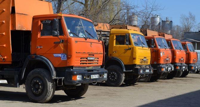 В Луганске ежедневно убирают стихийные свалки (видео)