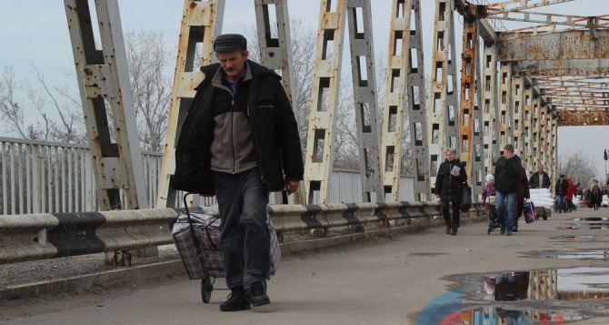 Пункт пропуска в Станице Луганской за сутки пересекли 3925 человек