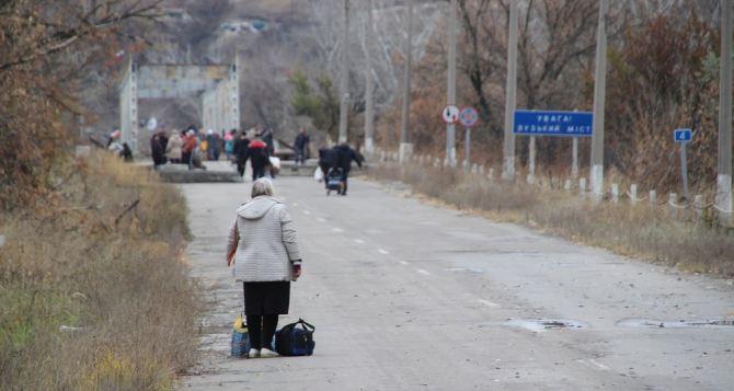 Пункт пропуска в Станице Луганской за сутки пересекли 4390 человек
