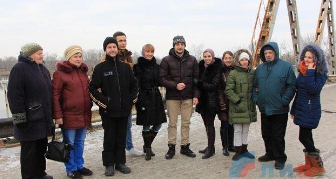 Луганские студенты спели «Спят курганы темные», а в Днепре исполнили «Катюшу»