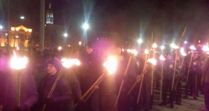 «Азов» устроил факельное шествие в Харькове