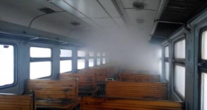 Под Харьковом на ходу вспыхнула электричка с пассажирам