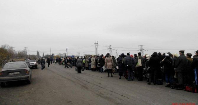 Министр по делам переселенцев предложил пересекать «серую зону» на электричке