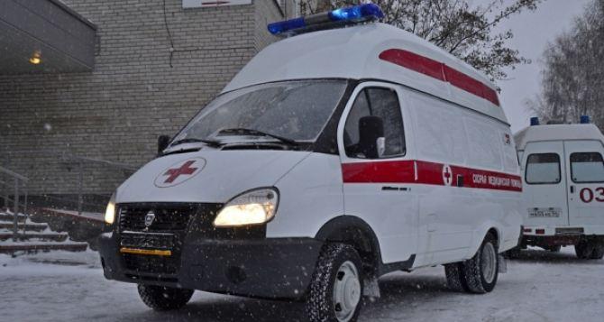 ВХарькове застрял всугробе автомобиль скорой помощи