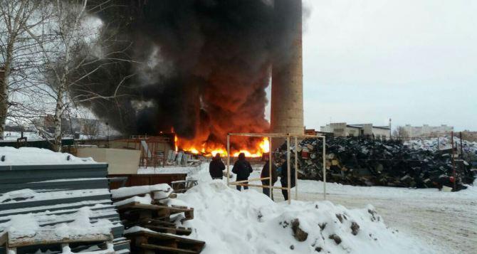 В Харькове горело здание бывшего кожзавода. Есть жертвы