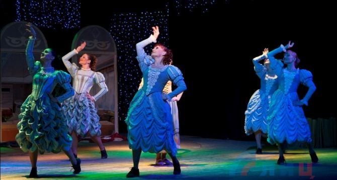 В Луганском украинском театре состоялась премьера мюзикла «Золушка» (фото)