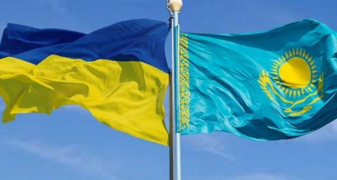 Переговоры по Донбассу хотят перенести в Казахстан