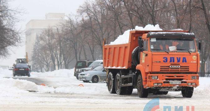 В Луганске для обработки дорог использовали 700 тонн песчано-соляной смеси