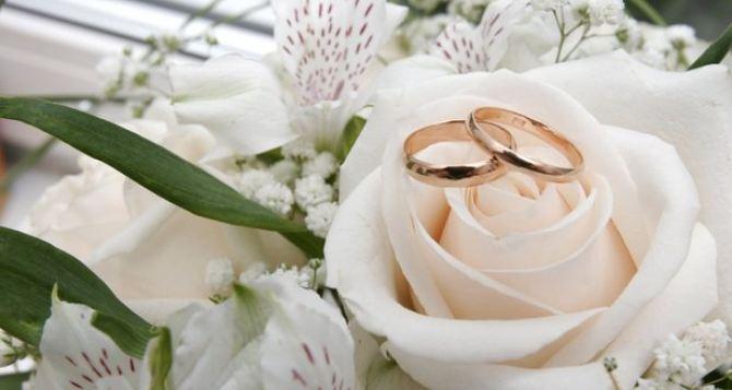 В самопровозглашенной ЛНР зарегистрировали 2370 браков