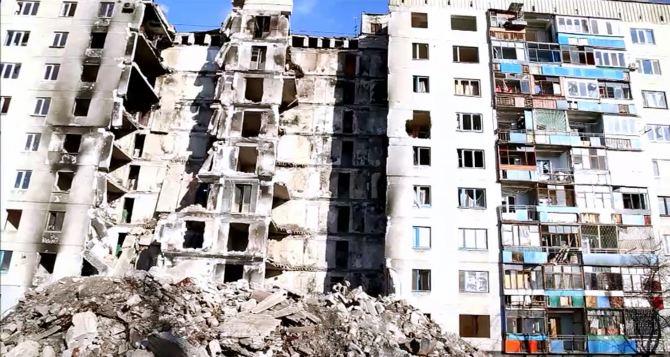 В Лисичанске начались работы по демонтажу разрушенной многоэтажки