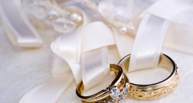 В Луганской области заключили «брак за сутки» 490 пар