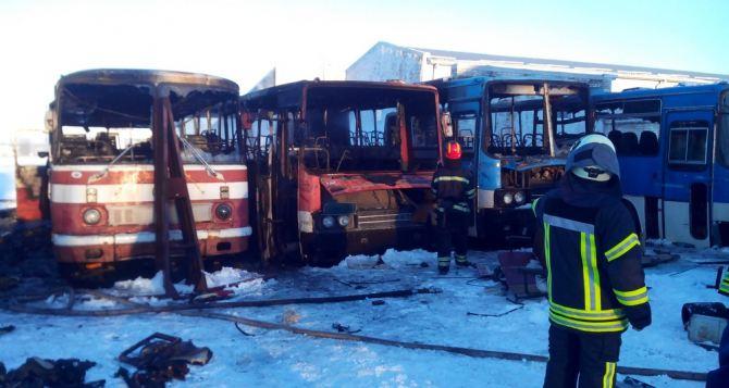 В Лисичанске сгорели 4 автобуса (фото)