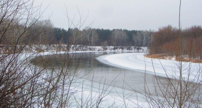 В Луганской области на реке Северский Донец снежный покров достигает 50 см