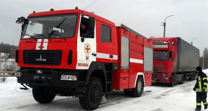 В Луганской области из-за снегопада застряли на трассе почти 50 автомобилей