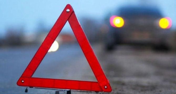 В Луганске маршрутка с пассажирами врезалась в столб