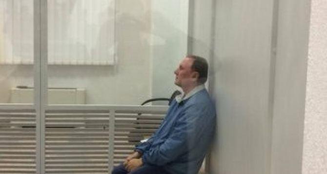 Суд продлил Ефремову содержание под стражей