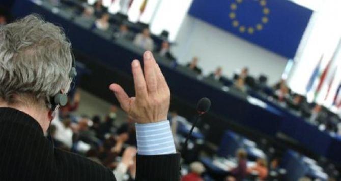 СоветЕС одобрил безвизовый режим с Украиной
