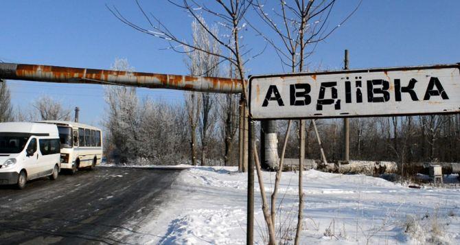 В Авдеевке проходит митинг против торговой блокады Донбасса
