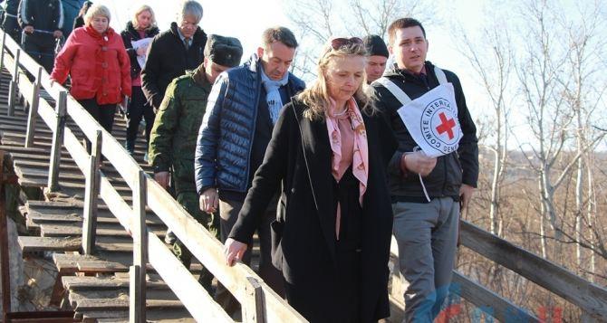 Мост в Станице Луганской начнут восстанавливать после прекращения обстрелов