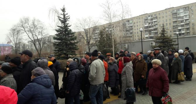 В Северодонецке переселенец умер в очереди в банк