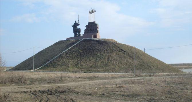 Под обстрел попал район памятника князю Игорю под Станицей Луганской