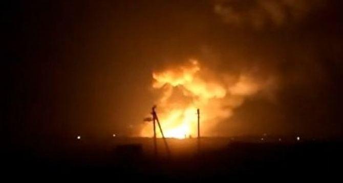 Взрывы на складе боеприпасов в Харьковской области.  Эвакуируют 15 тысяч жителей (видео)