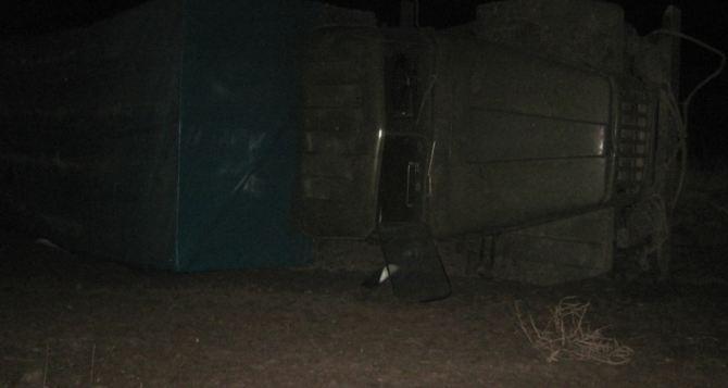 В Луганской области контрабандист, скрываясь от пограничников, перевернулся на «Урале» (фото)