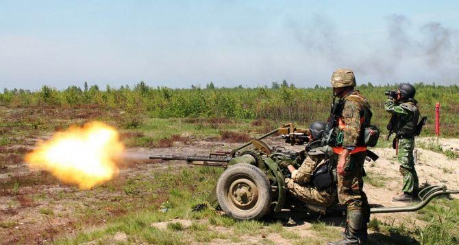 Обстрелы по всем направлениям. Сутки на Донбассе