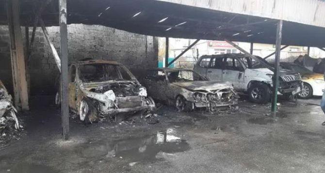 В Харькове на стоянке сгорели шесть автомобилей