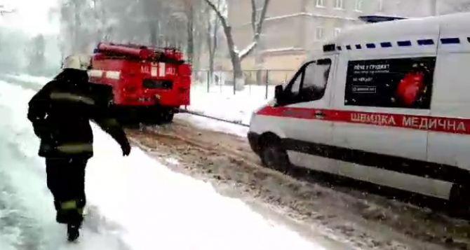 Апрель—  2017. Харьковские спасатели вытащили из сугробов два десятка машин