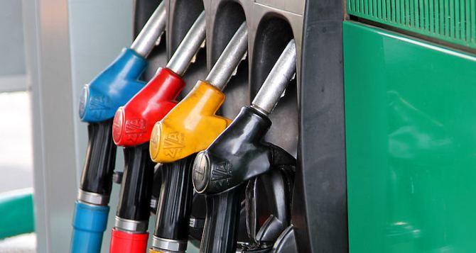 Машины— в очередь. В Луганске появился бензин