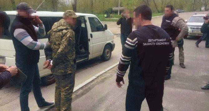 В Луганской области на взятке в 50 тыс. грн. поймали заместителя командира роты