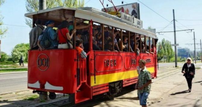 В Донецке пустили ретро-трамваи (фото)