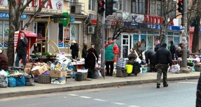 В Луганске активизировалась стихийная торговля