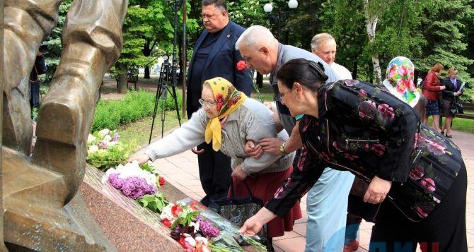 В Луганске прошел митинг в честь годовщины вывода войск из Афганистана