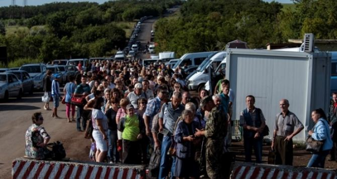 В очередях на КПВВ на Донбассе умирают люди. —СМИ