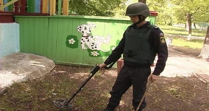 В самопровозглашенной ЛНР саперы обследуют территории детских лагерей