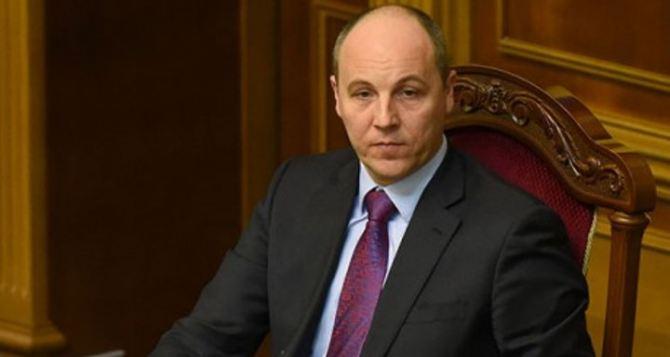 СпикерВР подписал законы о запрете георгиевской ленты и языковых квотах наТВ