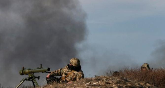 В районе Марьинки идет бой