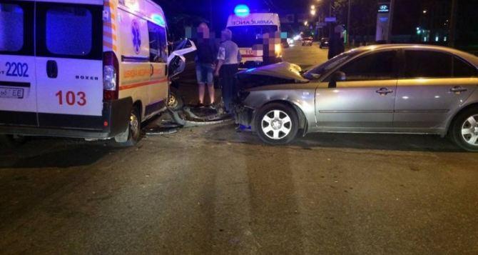 В Харькове легковушка столкнулась со скорой. Есть пострадавшие (фото)