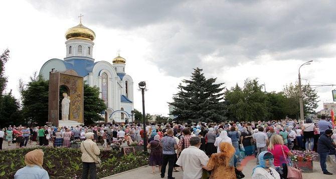 В Луганске прошел крестный ход в честь иконы Божией Матери (фото)