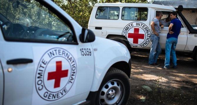 Красный Крест отправил на Донбасс 12 грузовиков с гуманитарной помощью