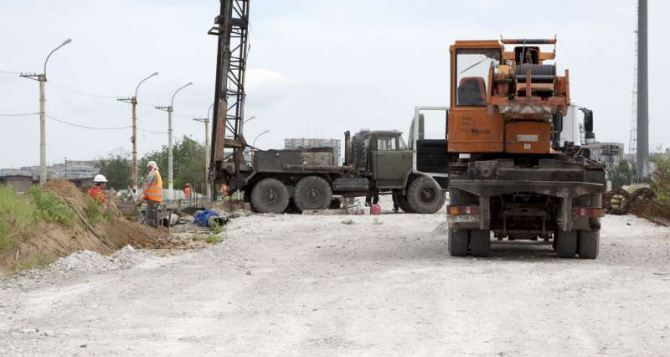 Основные работы по строительству путепровода в Луганске завершат до конца недели