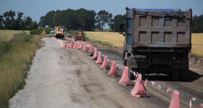 В Луганской области укрепляют фундамент дороги Кременная-Торское