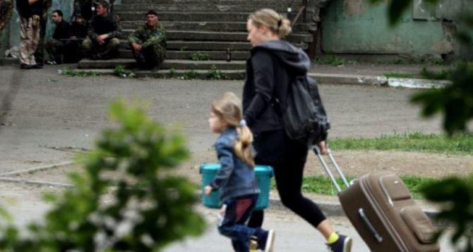 Больше половины переселенцев в Украине— это женщины