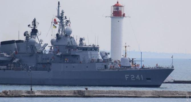 В порт Одессы зашли военные корабли НАТО (фото)